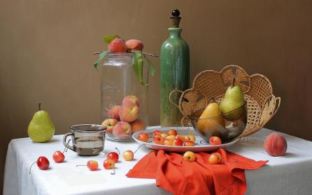 Фотографии груши, персики, черешня, банка
