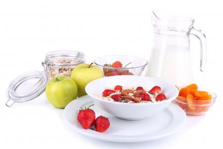 Фотографии Здоровый завтрак, хлопья, мюсли с молоком и фруктами и свежими ягодами