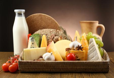 Фото молоко, сыр, чеснок, виноград