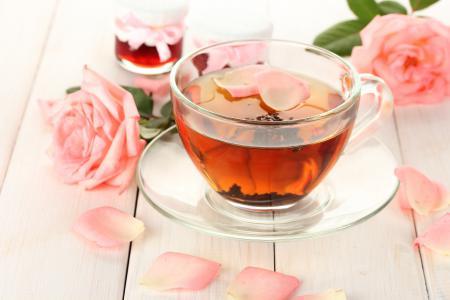 Фотографии чай, чашка, лепестки, розы
