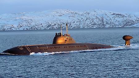 Фотографии подводная лодка, субмарина на море, волны, горы