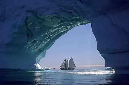 Обои парусник, во льдах, пещера ледяная, парусный корабль