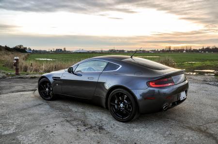 Заставки Aston Martin, Vantage V8, grey, Астон Мартин