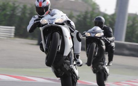 Картинки Мотоциклы, aprilia, белый, черный