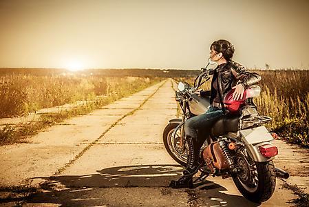 Заставки девушка байкер, путешествие на мотоцикле, дорога
