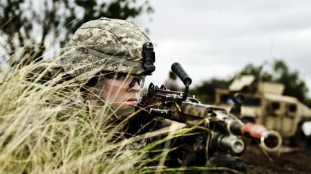 Фото солдат, оружие, фон