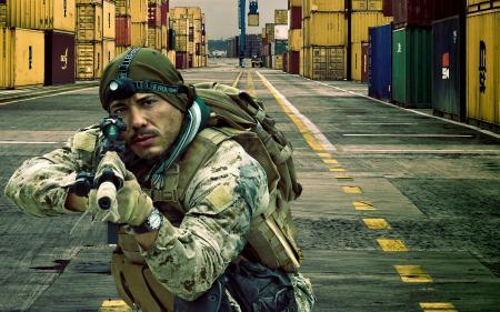 Обои солдат, оружие, фон