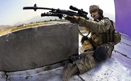 Картинки солдат, оружие, фон