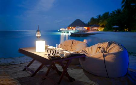 Обои тропики, вечер, столик, лампа