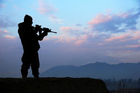 Картинки горы, солдат, оружие, силуэт
