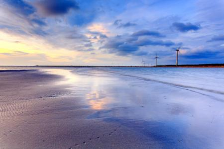 Обои море, ветряки, небо, пейзаж