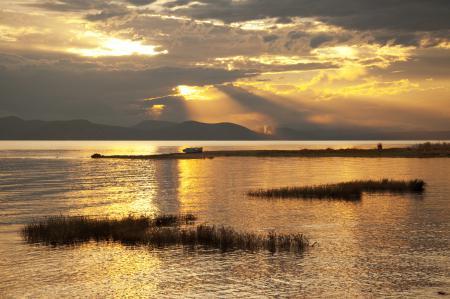 Картинки горы, озеро, лодка, закат