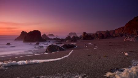 Обои пляж, песок, камни, морская  пена