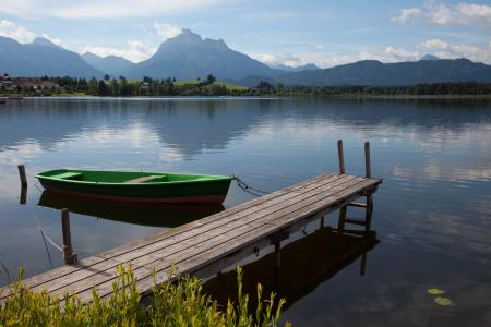 Фото озеро, мостик, лодка, горизонт