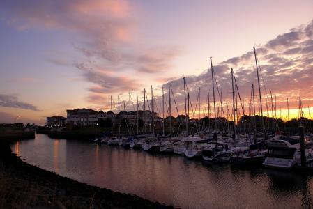 Обои закат, вода, лодки