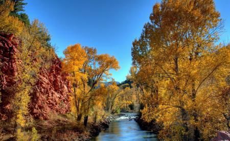 Картинки осень, речка, скалы, деревья