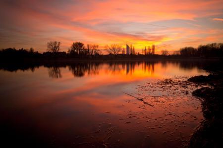 Фотографии озеро, закат, небо, город
