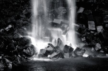 Картинки водопад, камни, черно-белое, black and white