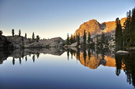 Обои вода, горы, лес, отражение