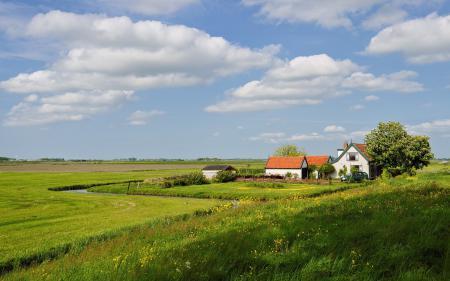 Обои облака, пейзаж, дом, луг