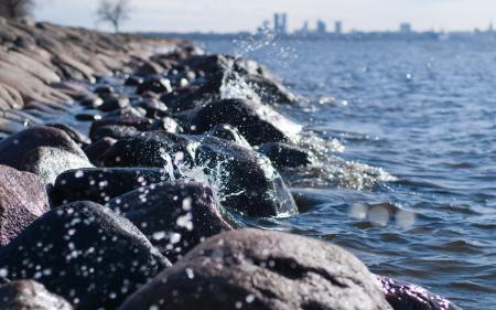Фото море, брызги, камни, прибой