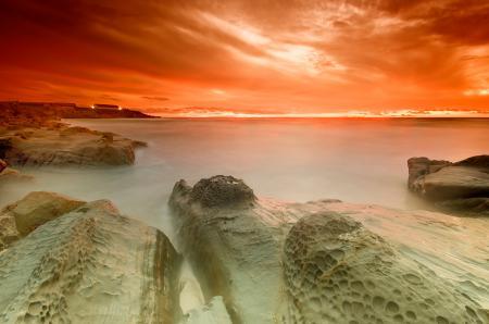 Обои небо, оранж, камни, берег