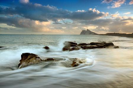 Картинки море, пляж, камни, волны