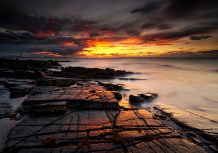 Обои море, камни, закат, огненый