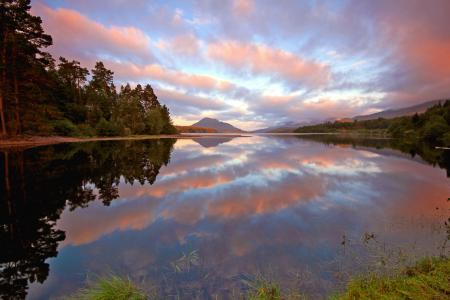 Обои озеро, небо, облака, отражение