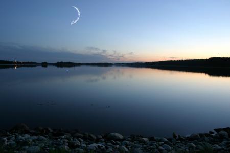 Фото dreamworks, месяц, река, камни