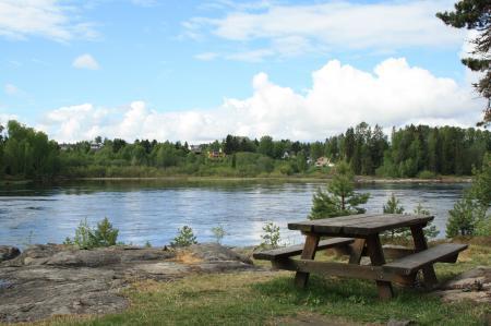 Фото озеро, вода, берег, столик