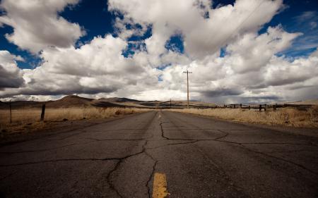 Обои дорога, трасса, трещины, горизонт