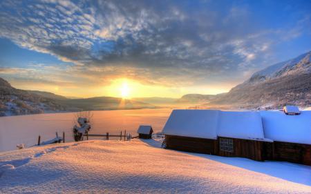 Обои закат, зима, поле, дома