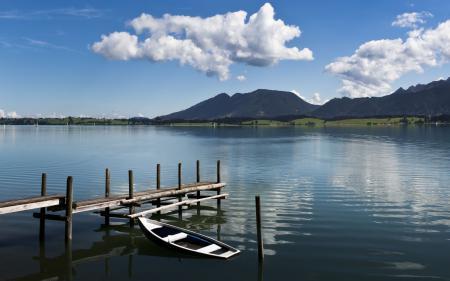 Обои озеро, горы, лодка, облака