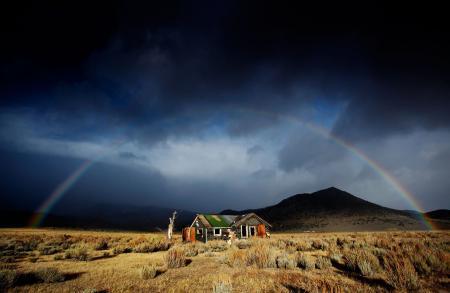 Обои горы, радуга, дом, долина