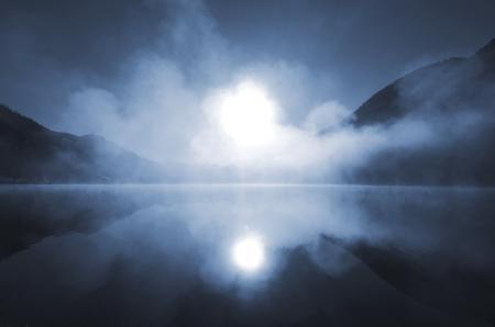 Заставки горы, озеро, ночь, туман
