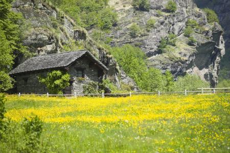 Картинки скала, гора, дом, забор