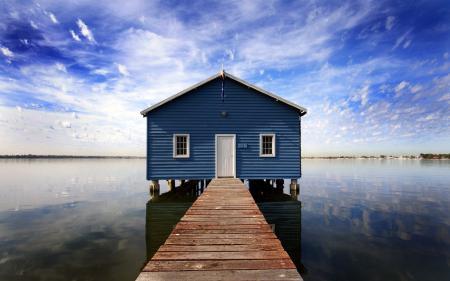 Картинки пейзаж, домик, вода, небо