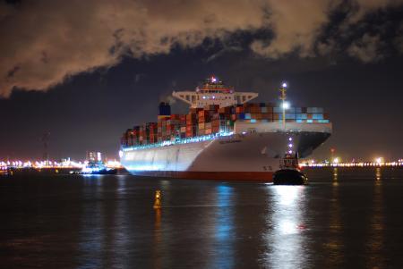 Фото город, порт, корабль, буксиры