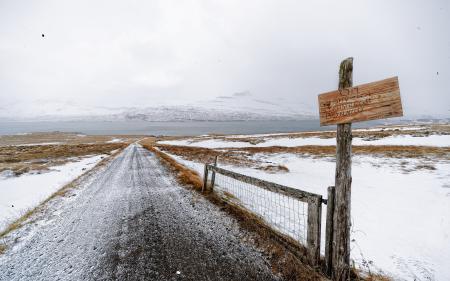 Фото дорога, знак, снег, пейзаж