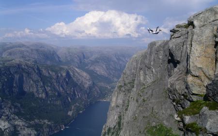 Фото горы, прыжок, парашутист