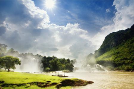Обои солнце, водопад, небо, горы