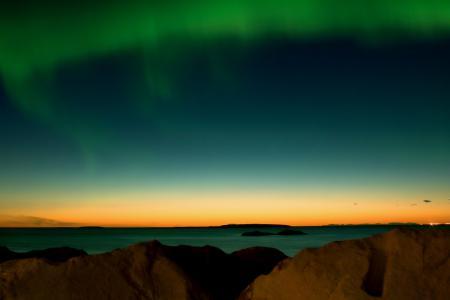 Заставки северное сияние, небо, море, камни