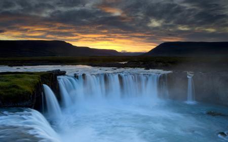 Фото Водопад Деттифосс, самый, мощный, Европа
