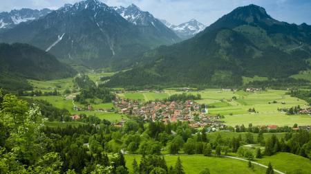 Обои горы, деревня, зелень