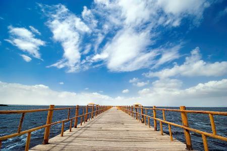 Обои море, пирс, вода, облака