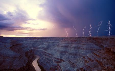 Фото каньон, река, тучи, молния