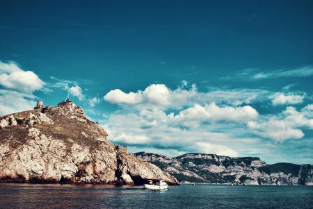 Картинки Горы, море, облака, яхта
