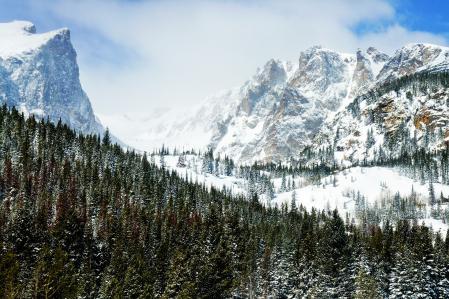 Заставки peaks of winter, горы, скалы, лес