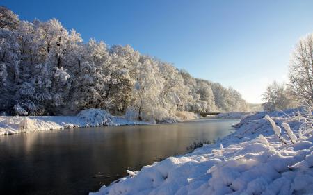 Картинки снег, река, деревья